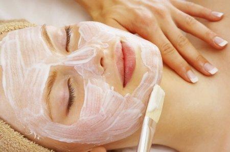 Очищение кожи лица химическим пилингом